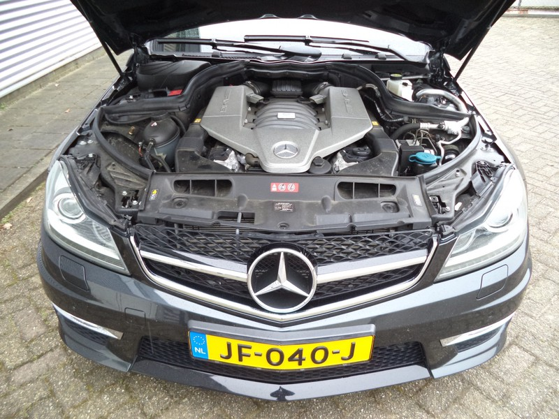 Mercedes-Benz Coupé 63 AMG PERFORMANCE PACKAGE